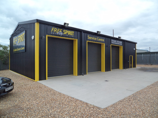 VOSA MOT Workshop supplied and installed by Springfield Steel Buildings.JPG
